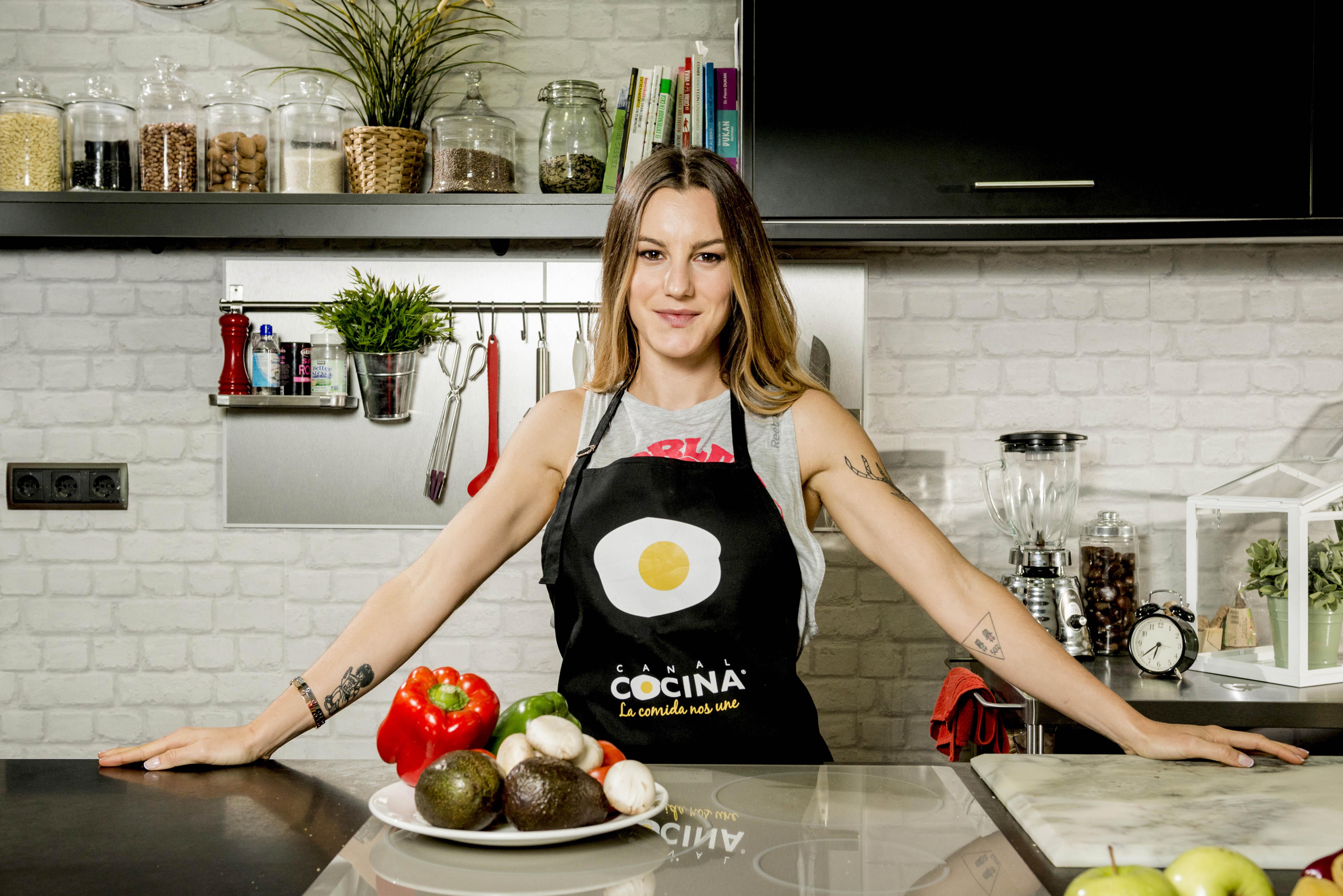 Cocina Youtube | Canal Cocina Estrena La Cocina Fitness De Vikika Una Produccion